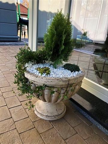 Садовая керамическая ваза