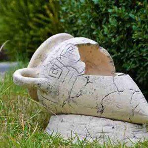 Кашпо для цветов Амфора №2 на камне