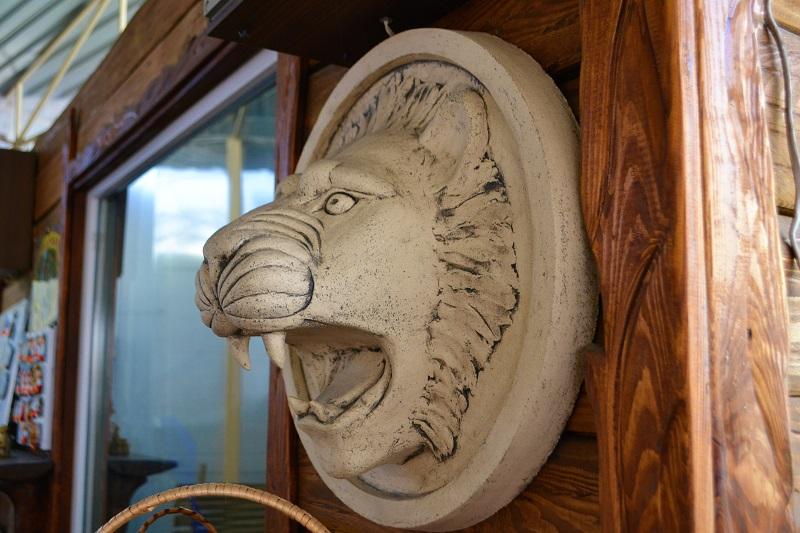 Скульптура маска льва