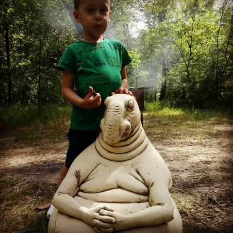 Скульптура ждун