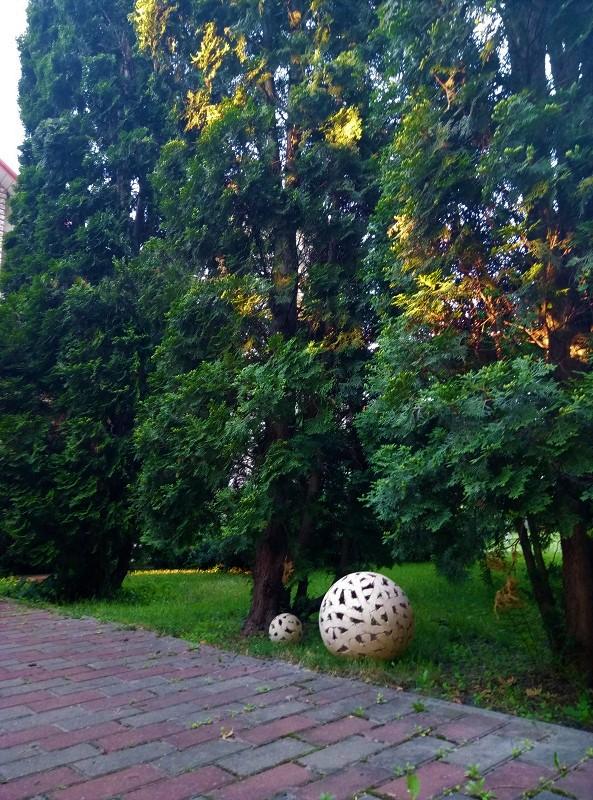 Садовые светильники шары
