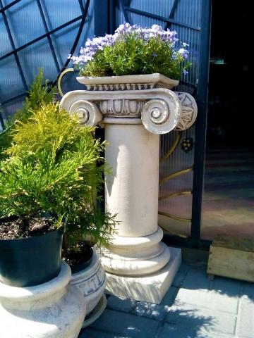 Кашпо в виде колонны антика