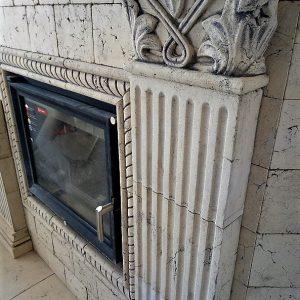 Угловой камин с пилястрами