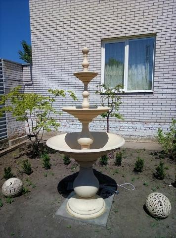 Большой керамический фонтан