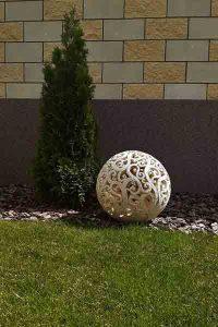 Большой садовый шар для сада-4 дерево