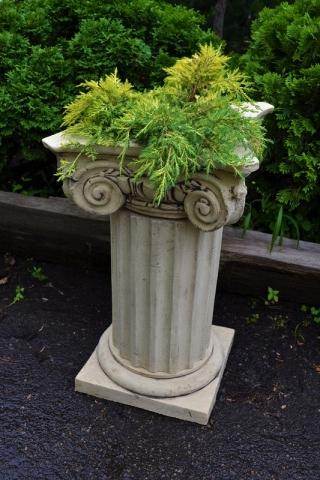 Кашпо для цветов в виде колонны