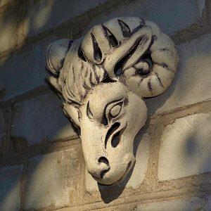 Настенный светильник - маска барана