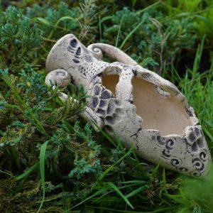 Кашпо в виде амфоры (мини) на камне