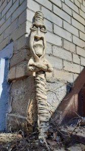 Садовая скульптура Метла